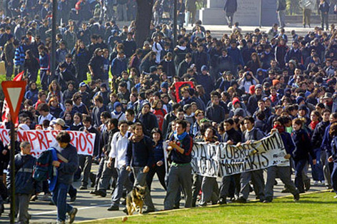 http://sindicatdestudiants.net/images/stories/protestas-en-chile.jpg